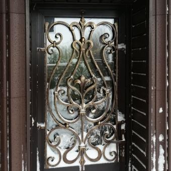 reshetka-na-dver-cherd