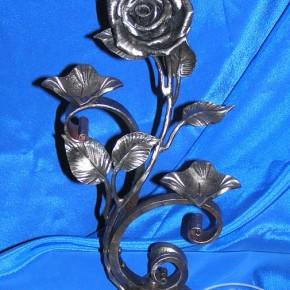 подсвечник кованый с розой