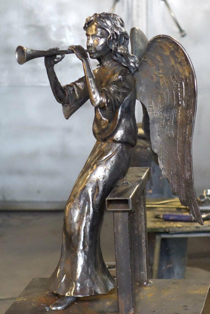 кованый ангел с дудочкой